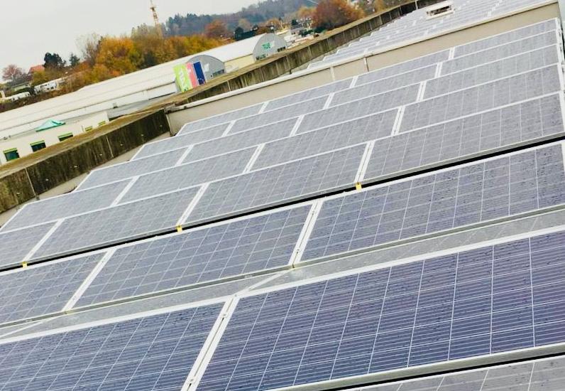 Panneaux photovoltaïques sur le SITel, à Givisiez