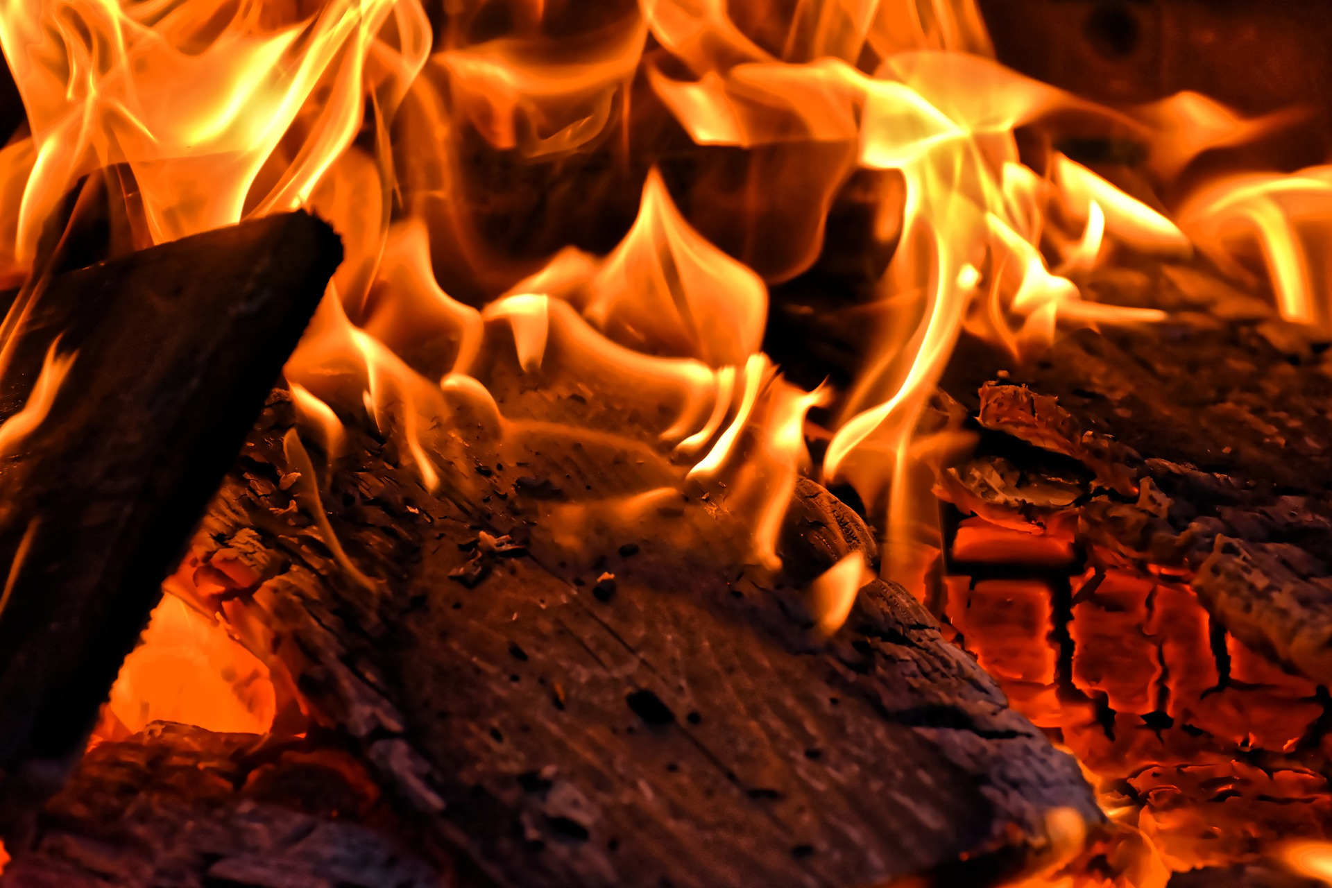 Changer Sa Cheminée Pour Poele Bois pour rester bien au chaud devant sa cheminée en limitant la