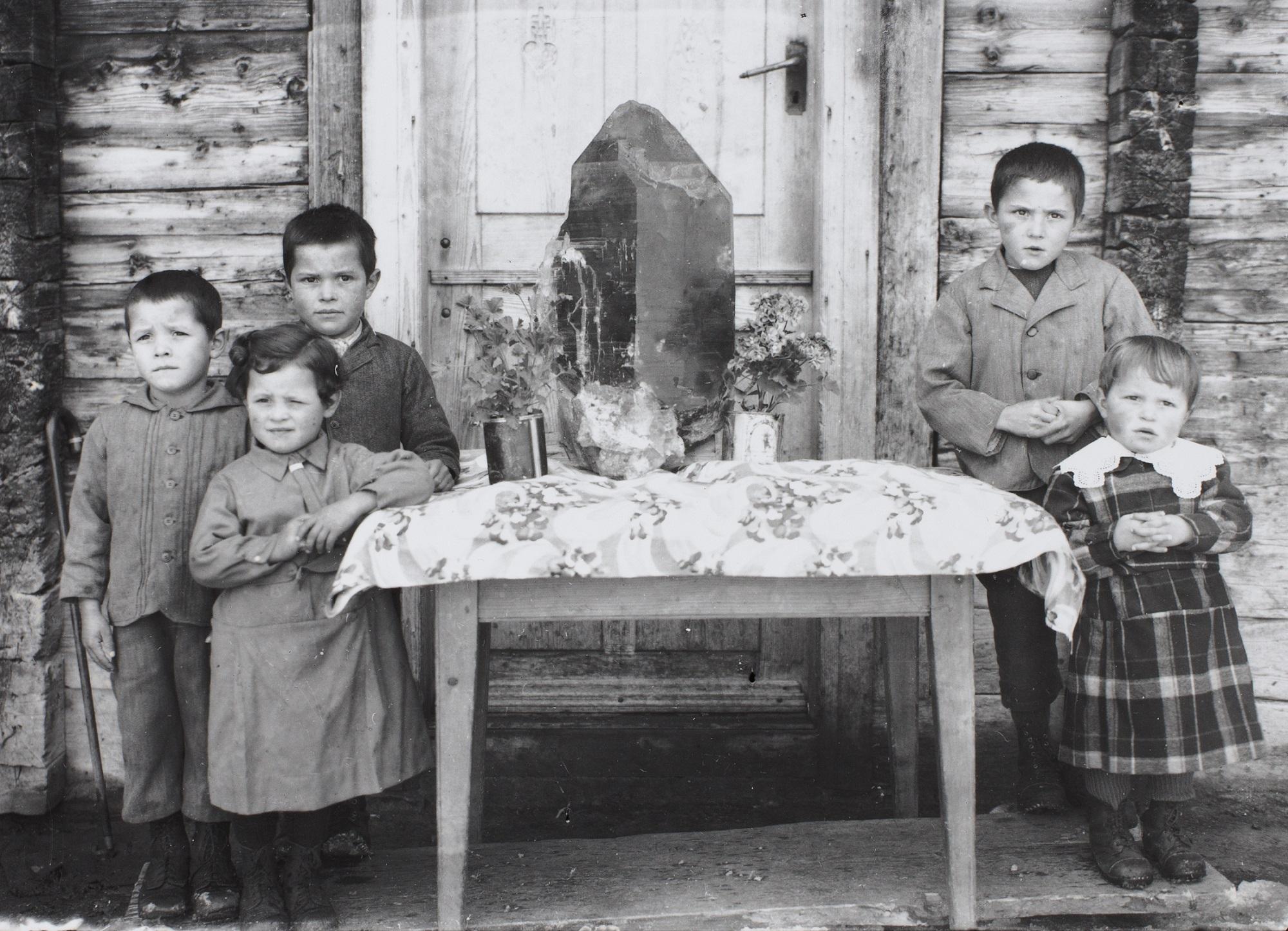 Der Quarz umringt von den Kindern von Luis Curschellas