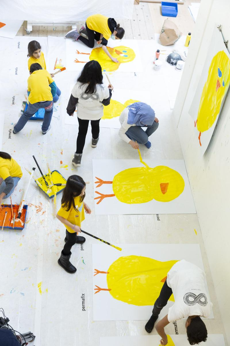 """Classes peignant les affiches pour """"Simplement Poussins"""""""