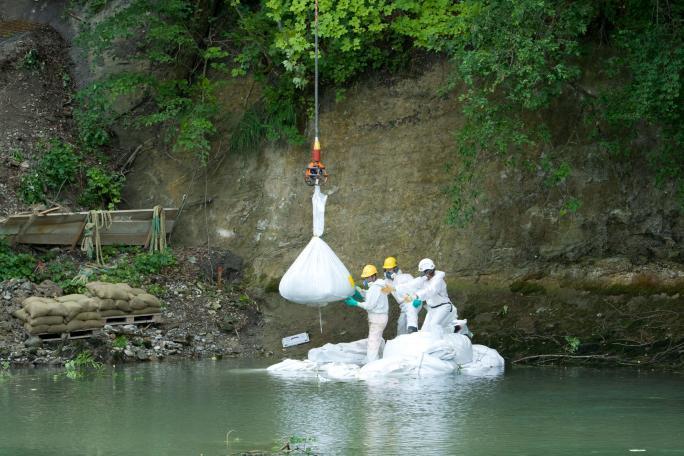 Erstellen eines Damms mit Sandsäcken