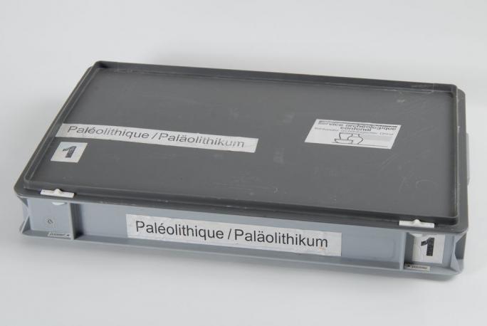 Mallette chronologique paléolithique (extérieur)