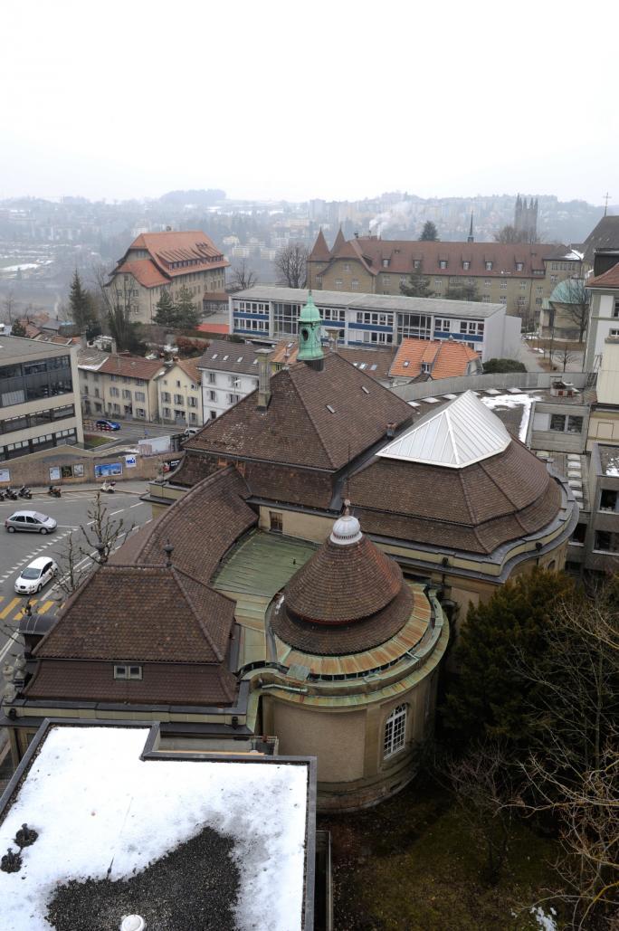 Luftaufnahme des Kantons- und Universitätsbibliothek von Freiburg