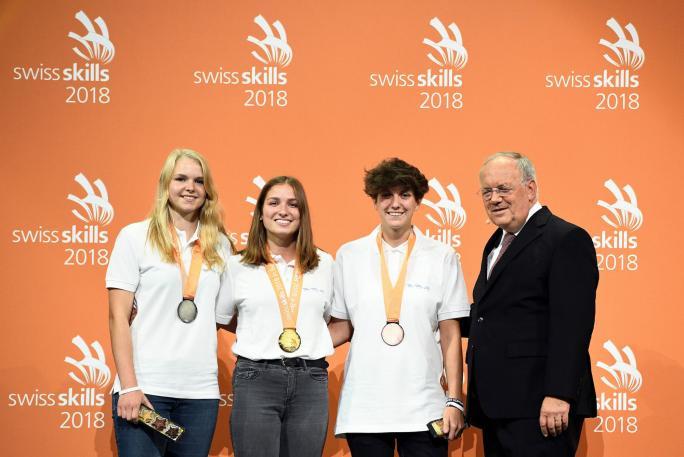 Médaille d'or pour Daniela Ziller d'Oberschrot (2e depuis la gauche)