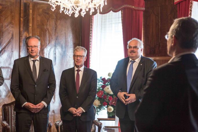 Son Excellence Monsieur David Jalagania, Monsieur Jean-Pierre Siggen et Monsieur Maurice Ropraz