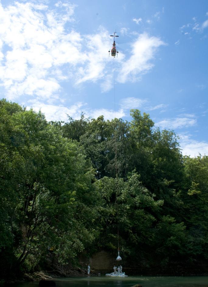 Anlieferung der Bigbags per Helikopter