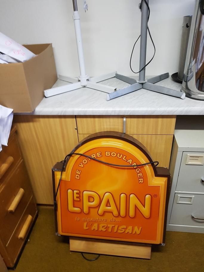 Agencement et articles en lien avec la boulangerie-pâtisserie et le service traiteur