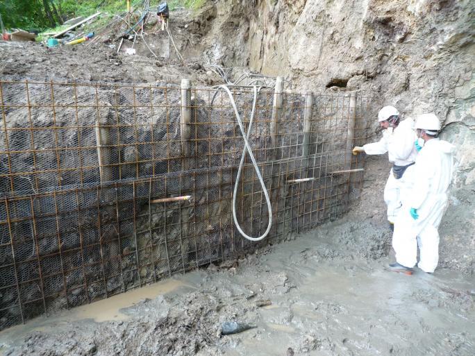 Südwand – Einrichtung der Gitter