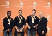 Haben Berhane (1er depuis la gauche) médaille de bronze chez les installateurs en chauffage