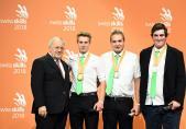Médaille d'or pour Yannick Etter de Ried bei Kerzers (2e depuis la gauche)