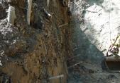 Paroi sud – nettoyage de la falaise sous le tuf