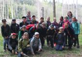 Schulklasse von Ursy auf der Suche nach Libellen