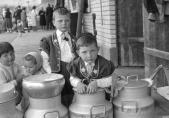 Enfants en armaillis. Exposition Au lait, olé. BCU, Fonds Thévoz