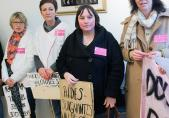 """Marc Renaud, Spitaldossier (2013), Übergabe der Petition """"Aufwertung der Plegeassistentinnen und Pflegeassistenten"""", Staatskanzlei"""