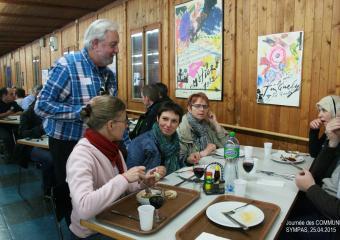 Un repas lors d'une journée « Communes sympas »