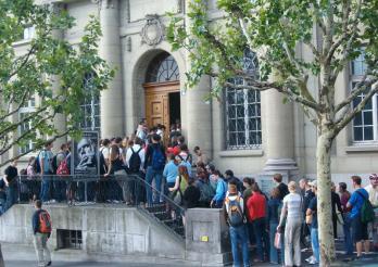 Entrée principale de la Bibliothèque cantonale et universitaire