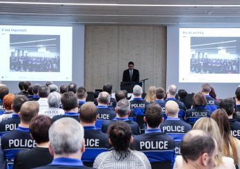 Police cantonale Fribourg - le commandant parle aux policiers