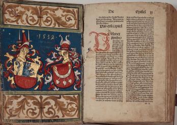 1485 in Strassburg gedruckte Bibel. KUB, Z 299, Vorderdeckel und Bl. aa1r. Kantons- und Universitätsbibliothek Freiburg