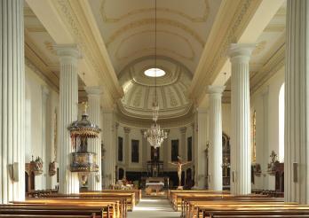 Église St-Étienne, 1842-51, arch. Joseph Fidel Leimbacher, l'une des églises néoclassiques les plus importantes de Suisse, Rte du Centre 10, Belfaux