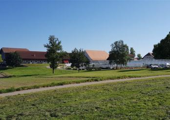 Das Bild zeigt die Betriebe von Grangeneuve