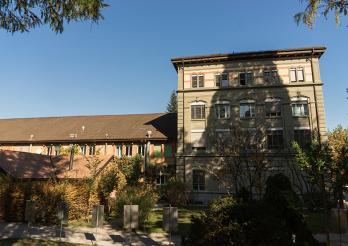 Gebäude des Naturhistorischen Museums Freiburg, vom Botanischen Garten aus gesehen