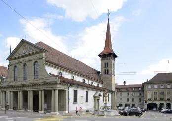 Liebfrauenbasilika in Freiburg, die älteste Kirche der Stadt, aus dem 1. Drittel des 13. Jh., neoklassische Verkleidung und Schaufassade, 1785-1787, etappenweise restauriert zwischen 1994 und 2011.