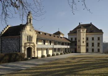 Schloss Barberêche (Courtepin), 1528, für Alexis de Zurich von den Architekten Johann Jakob Weibel und Hans Rychner umgebaut, die es zu einem der schönsten Anwesen der Schweiz machen, 1839-1844, 1989-1992 durch den Architekten Michel Waeber restauriert.
