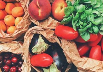 Photo mit verschiedenen Gemüsen und Früchten