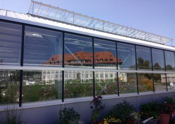 Das Bild zeigt die Ausbildungshalle für die Gärtnerinnen und Gärtner, in Grangeneuve