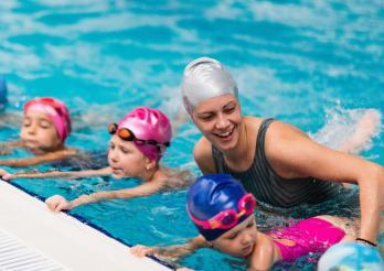 natation monitrice sport