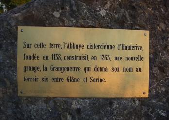 Das Foto zeigt eine historische Plakette