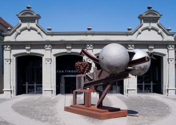 Espace Jean Tinguely -Niki de Saint Phalle mit Lüginbühl Skulptur