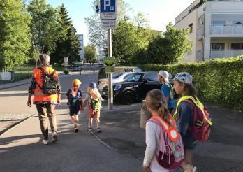 """Première ligne intergénérationnelle """"Les Grottes"""" - Coordination Pedibus Fribourg"""
