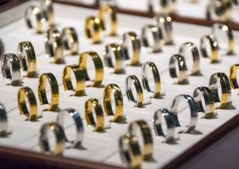 Das Bild zeigt verschiedene Ringen