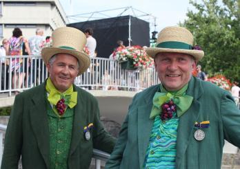 Yvan Regamey (à g.) et Gérald Vallélian médaillés d'argent à la fête des Vignerons 2019