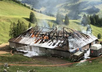 Un chalet d'alpage détruit par les flammes à Charmey