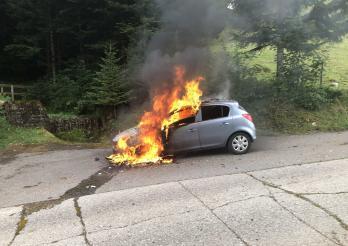 20190810_véhicule en feu à la Tour-de-Trême.jpg