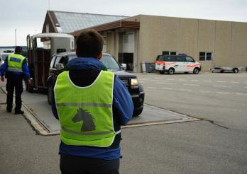 L'image montre le SAAV et la Police cantonale lors d'un contrôle intercantonal de poids lourds