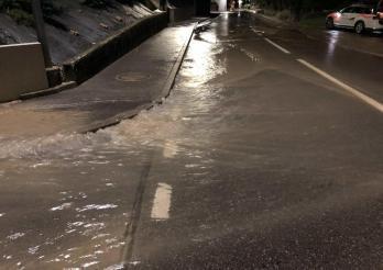 Rupture d'une conduite d'alimentation régionale à Frasses / Rohrbruch einer regionalen Wasserleitung in Frasses