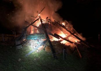 Une grange brûle complètement à Zumholz / Eine Scheune brennt in Zumholz komplett nieder