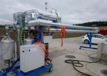 Das Bild zeigt die Biogasanlage von Grangeneuve