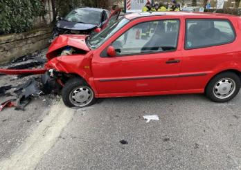 Deux blesses lors d'une collision frontale à Flamatt / Zwei Verletzte bei Kollision in Flamatt