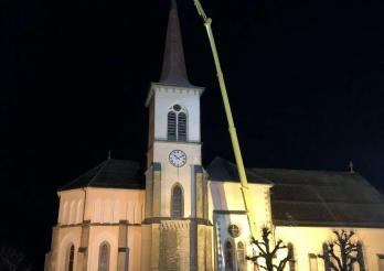 La foudre s'abat sur l'église de St-Martin / Der Blitz schlägt in die Kirche von St-Martin ein