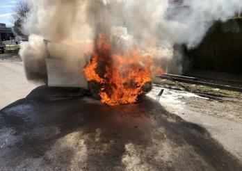 Voiture en feu à Châtel-St-Denis / Fahrzeugbrand in Châtel-St-Denis