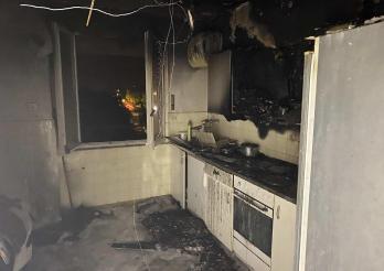 Un appartement part en fumée à Fribourg / In Freiburg geht eine Wohnung in Rauch auf