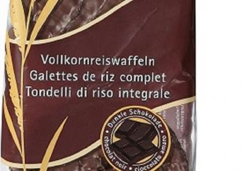 das Foto zeigt einen Pack Vollkornreiswaffeln mit schwarzer Schokolade