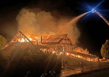 Une ferme détruite par les flammes à Romont