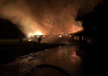 Incendie d'une halle à poulets à Domdidier / Brand eines Geflügelstalles in Domdidier