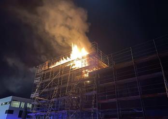 Incendie dans un immeuble en construction à Givisiez / Brand in einem im Bau befindlichen Gebäude in Givisiez