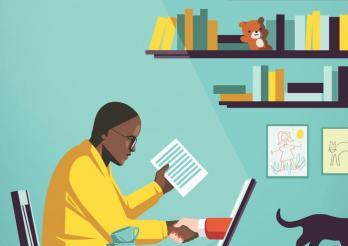Person, die zuhause am Computer arbeitet: Telearbeit als flexibles Arbeitszeitmodell, das hilft Beruf , Familie und weitere Aktivitäten zu vereinen